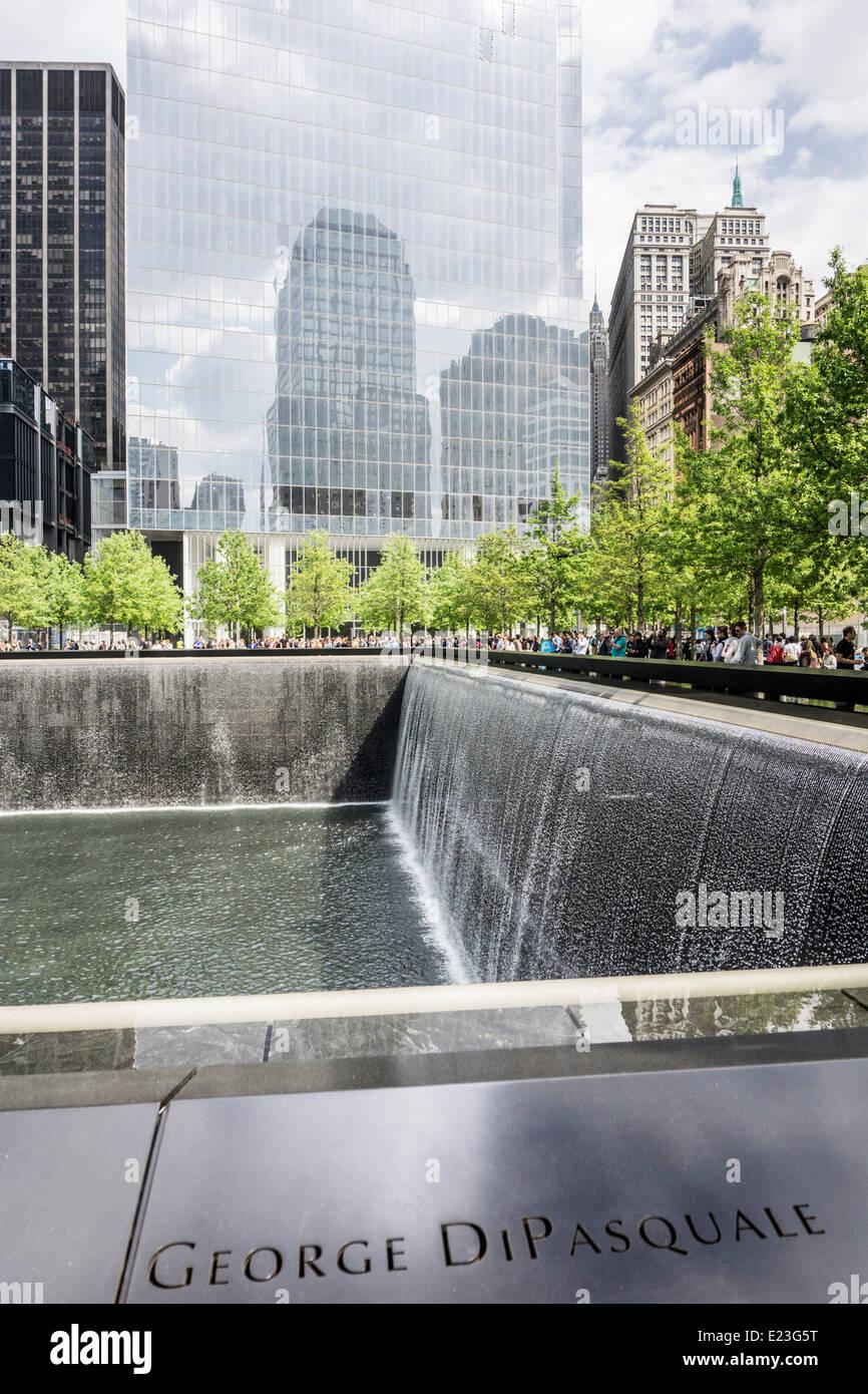 Blick Nach Norden über Nord Pool World Trade Center Memorial Plaza  Widerspiegelt Fußabdruck Der Zerstörte Nordturm Ground Zero