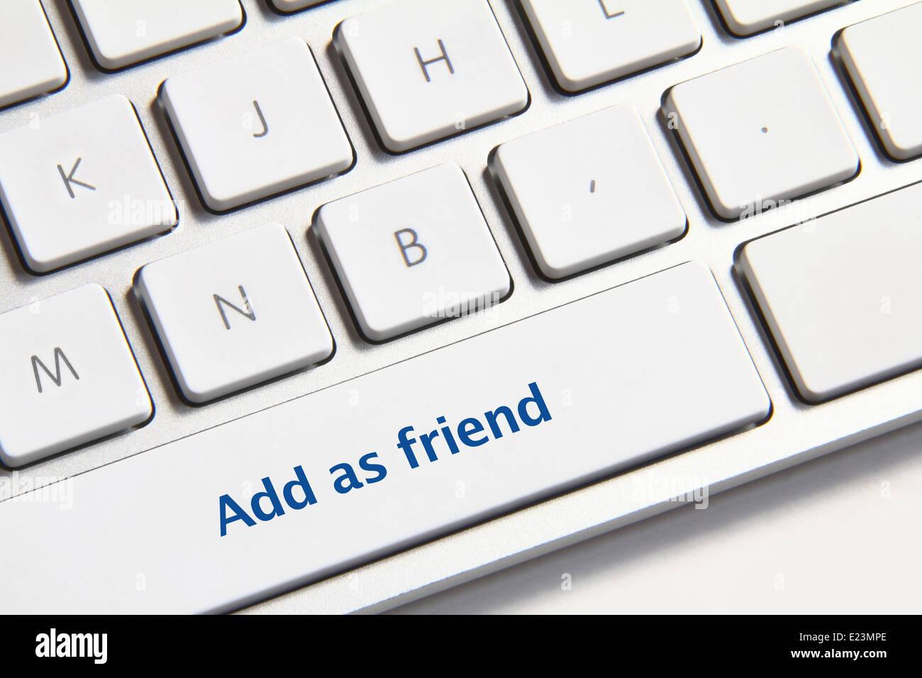 Foto hinzufügen als Freund-Taste auf die weiße Tastatur. Stockfoto
