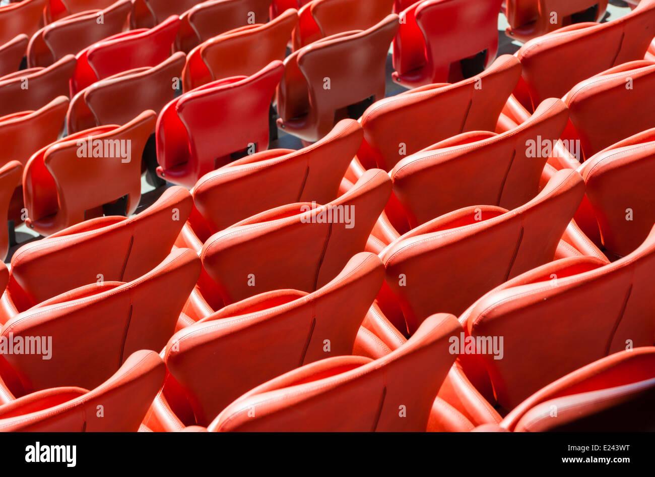 Leere Sitze Auf Ein Fussball Stadion Tribune Stockfoto Bild