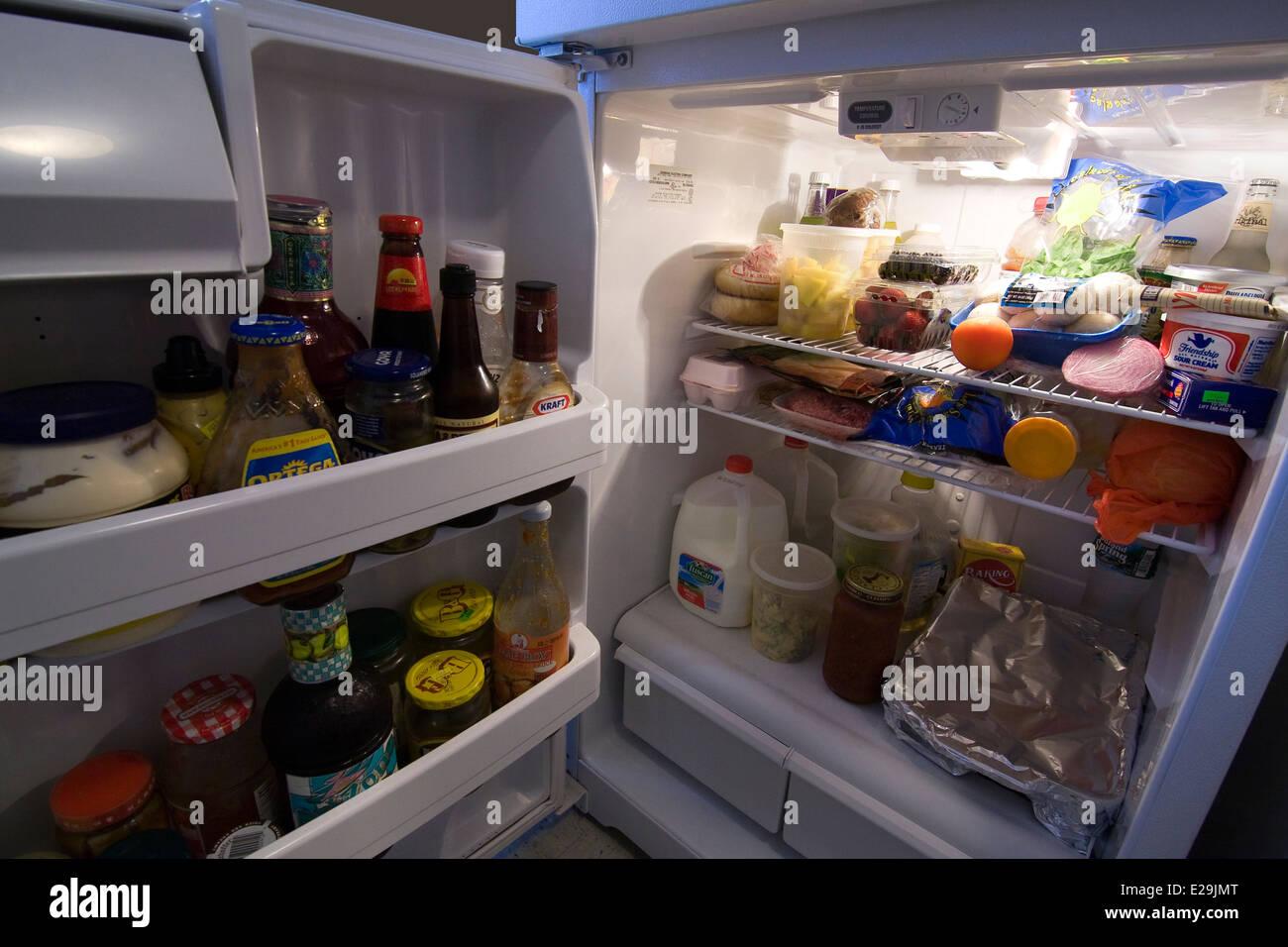 Kühlschrank Licht : Tür zu einem kühlschrank offen mit licht auf die darstellung der