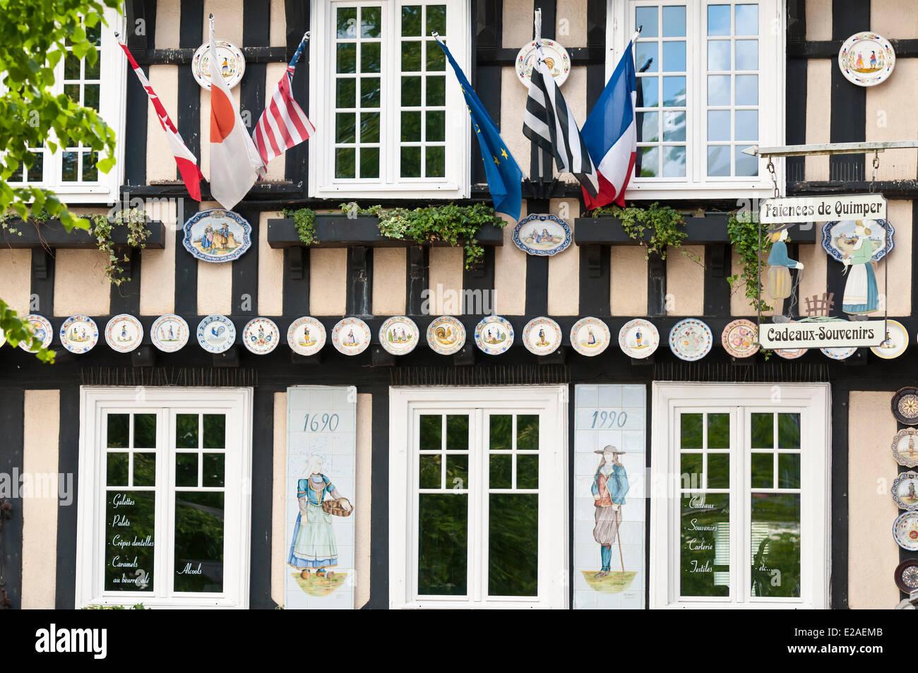 Frankreich, Finistere, Quimper, Saint Corentin Square, Im Shop Von Fayencen  De Quimper