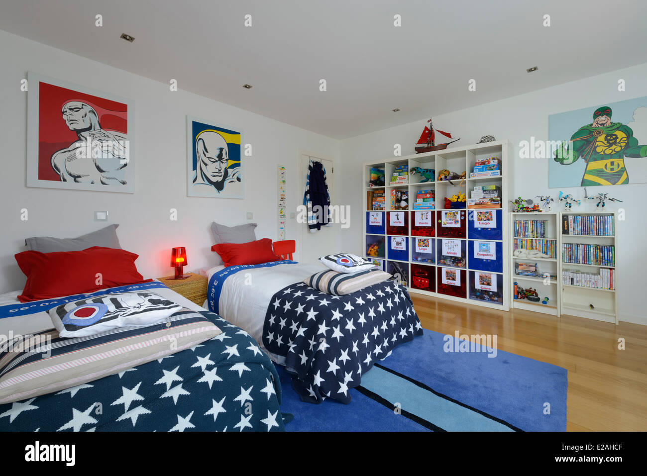 Kinderzimmer mit zwei Betten Stockfoto, Bild: 70303983 - Alamy
