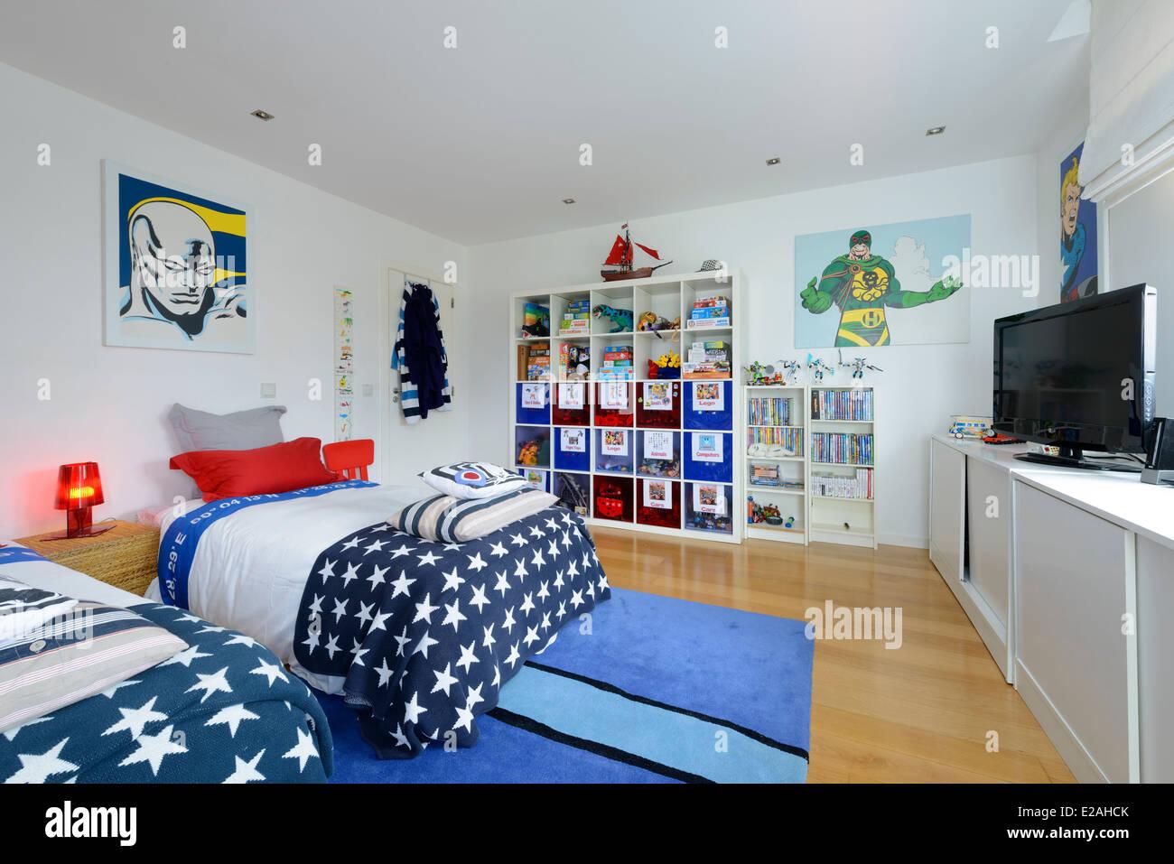 Kinderzimmer mit zwei Betten Stockfoto, Bild: 70303987 - Alamy
