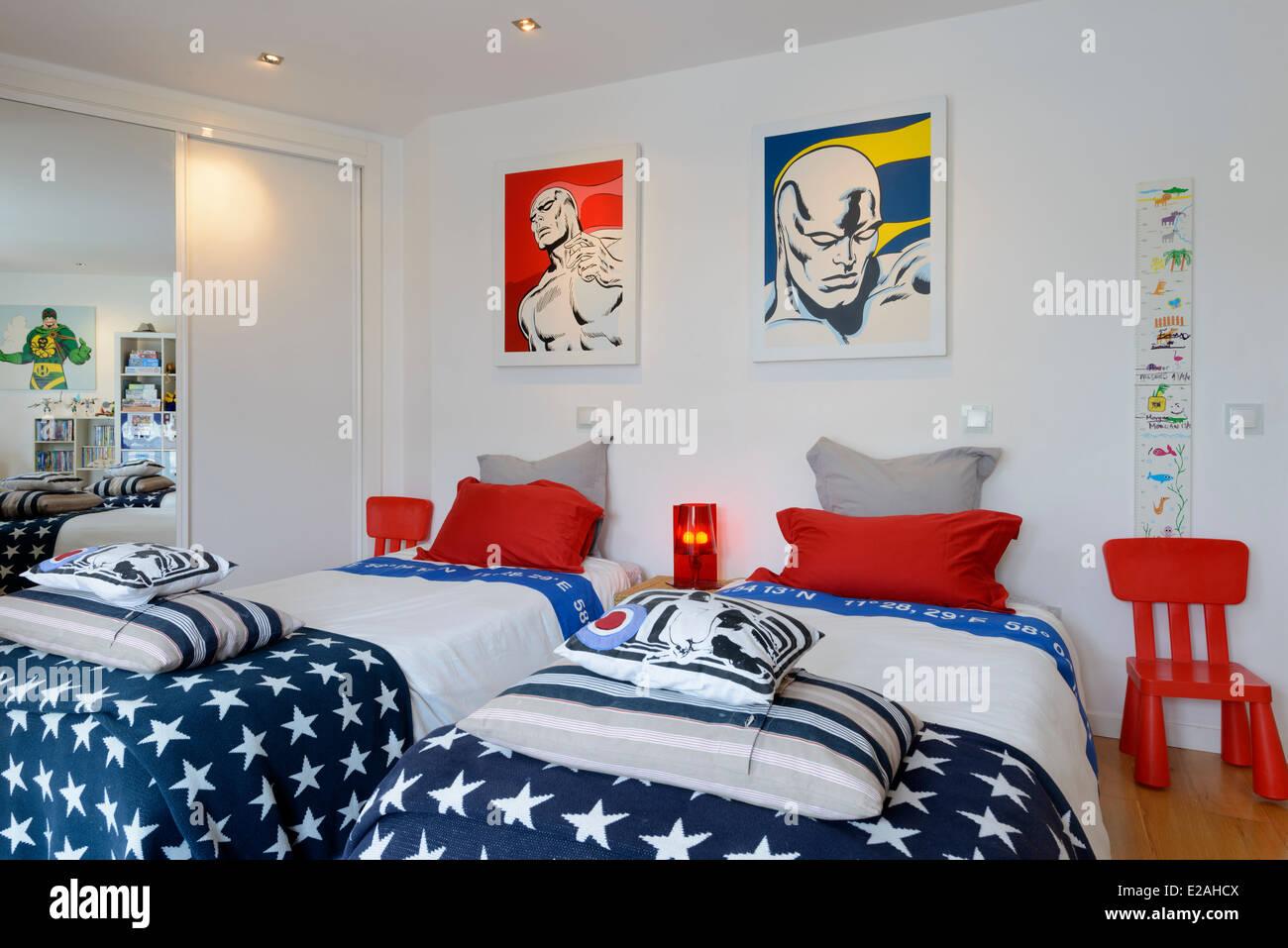 Kinderzimmer mit zwei Betten Stockfoto, Bild: 70303994 - Alamy