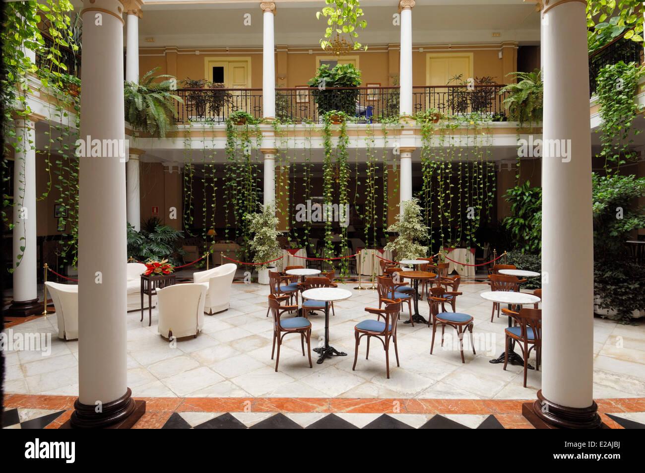 Spanien, Kanarische Inseln, Teneriffa, La Laguna, Terrasse und Saal des Hotel Aguere Stockbild