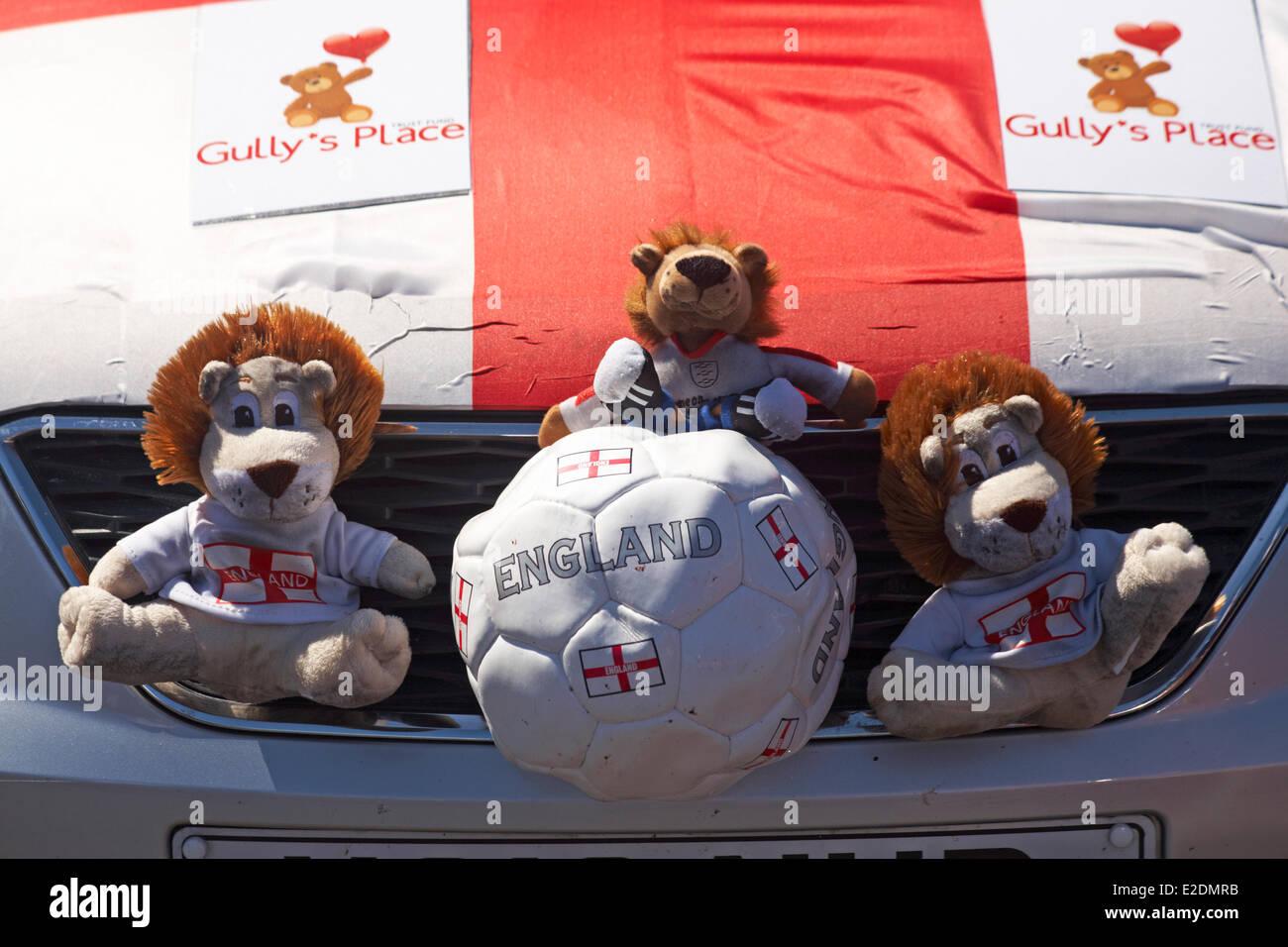 England Lion Mascot Stockfotos England Lion Mascot Bilder