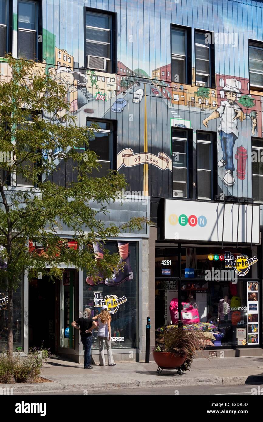 Provinz Kanada Quebec Montreal Plateau Mont-Royal die Rue Saint-Denis bemalte Fassade des Modeboutique Neon Stockbild