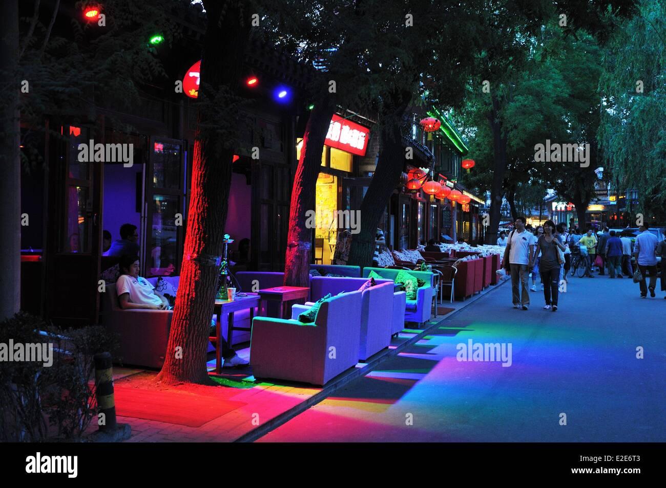 China, Peking, Xicheng District, Nachtleben in der Silver Bar Brücke zwischen dem Houhai See und dem Qianhai Stockbild