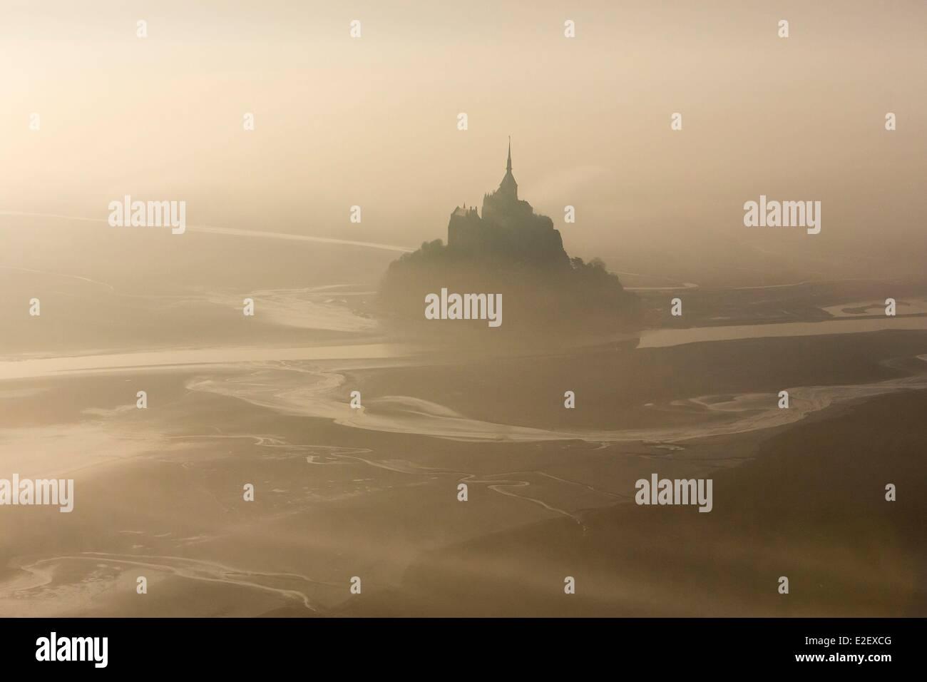 Frankreich, Manche, Mont Saint Michel Bay, als UNESCO-Weltkulturerbe, Mont Saint-Michel (Luftbild) Stockbild