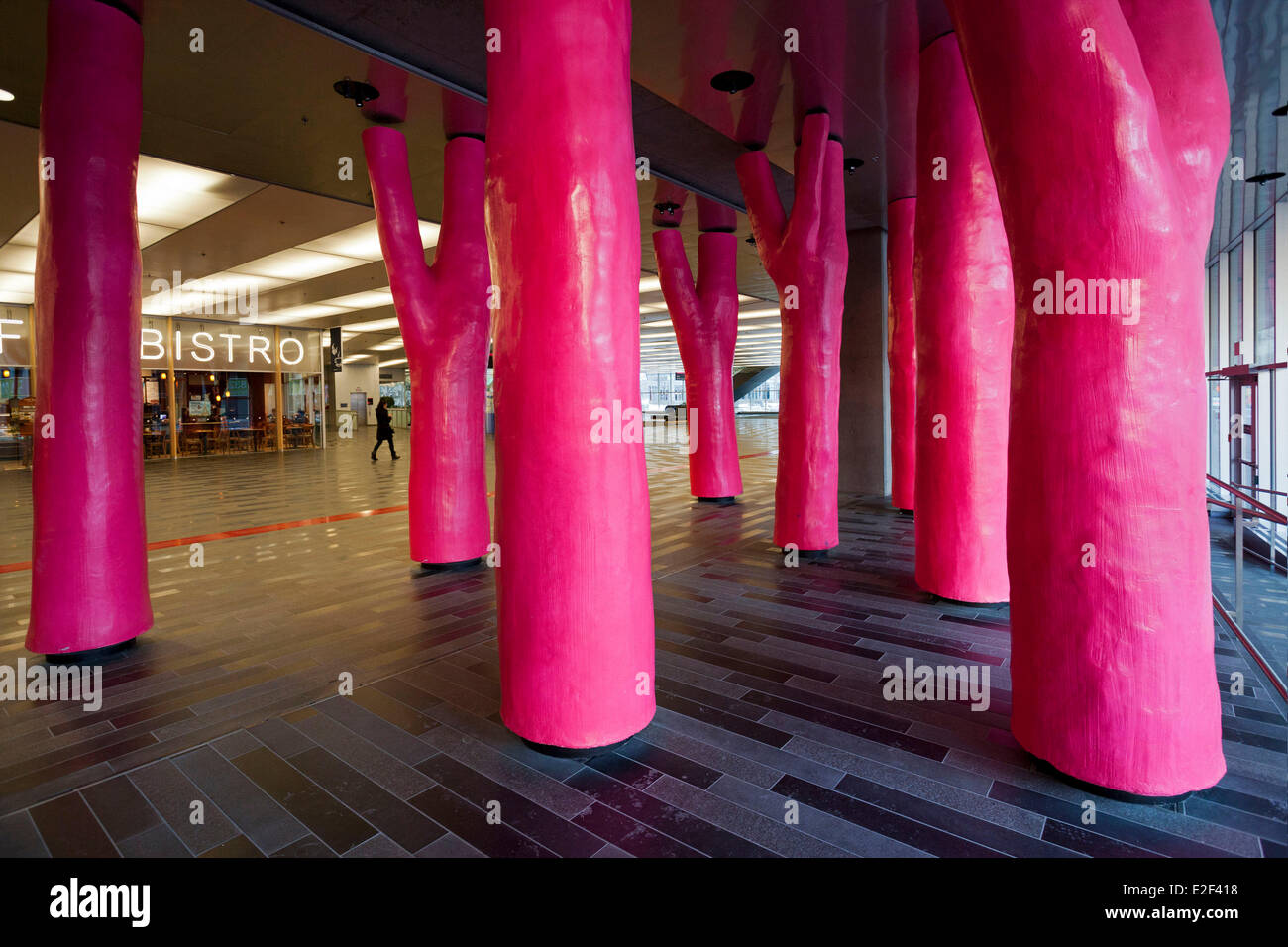 Provinz Kanada Quebec Montreal unterirdische Stadt Saal des Palais des Congres rosa Waldbäume mit dem Titel Stockbild