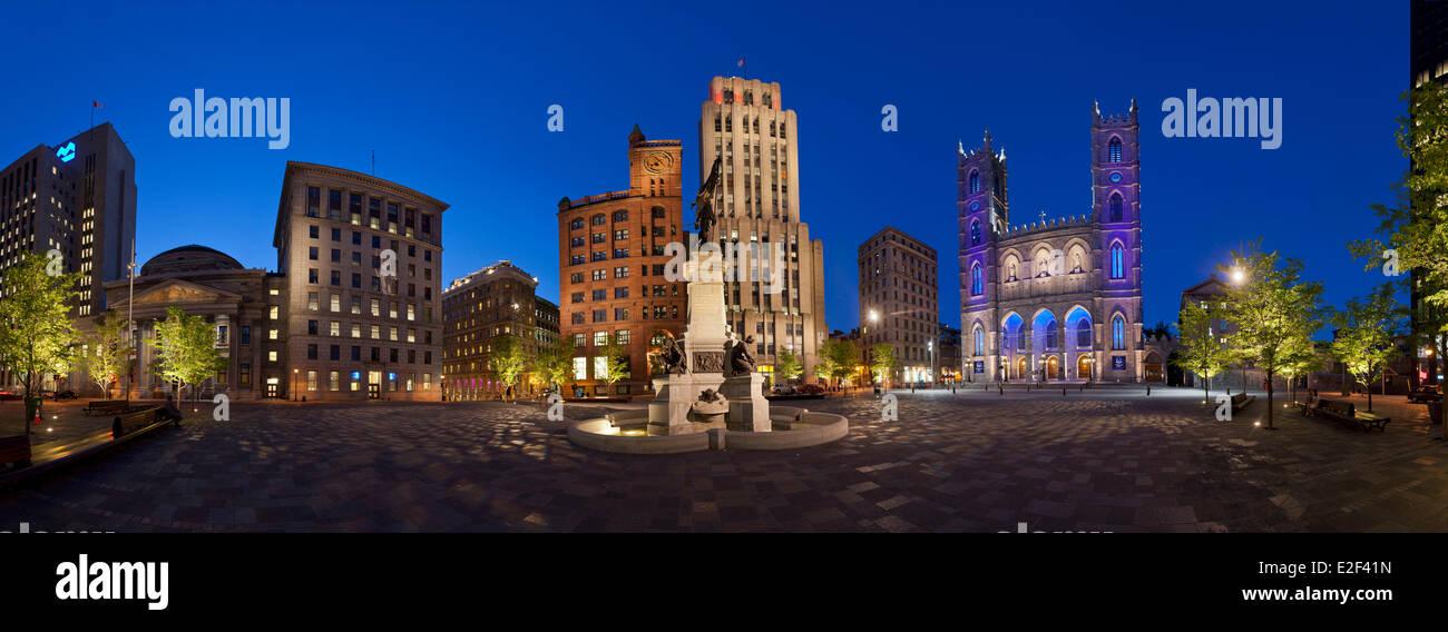 Kanada, Quebec Provinz, Montreal, Panoramablick auf der Place d ' Armes in der Nacht Stockbild