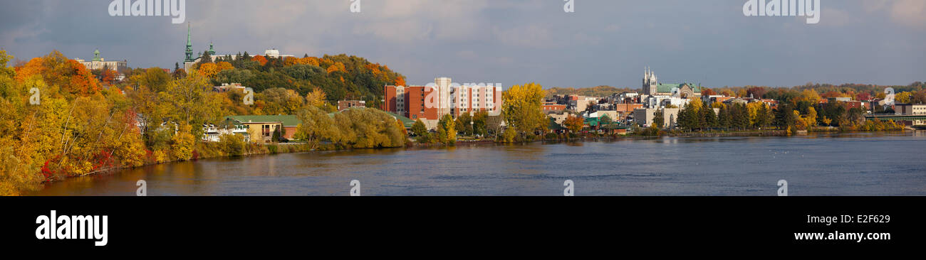 Kanada, Quebec, Mauricie, Panoramablick über die Stadt Shawinigan in den Farben des Indian summer Stockbild