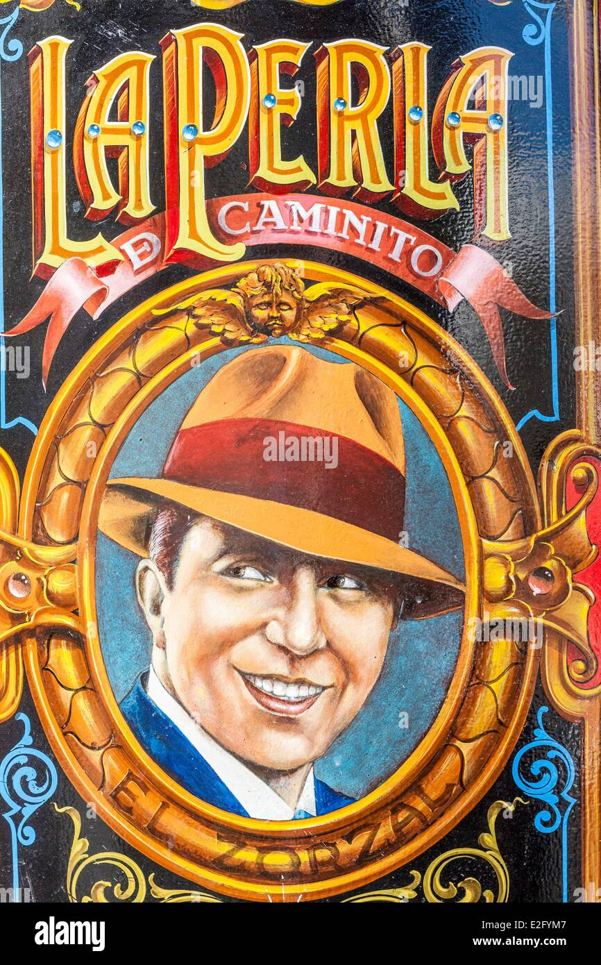 Argentinien Buenos Aires La Boca Bezirk La Perla Café eröffnete 1885 Wandbild Darstellung des Sängers Stockbild