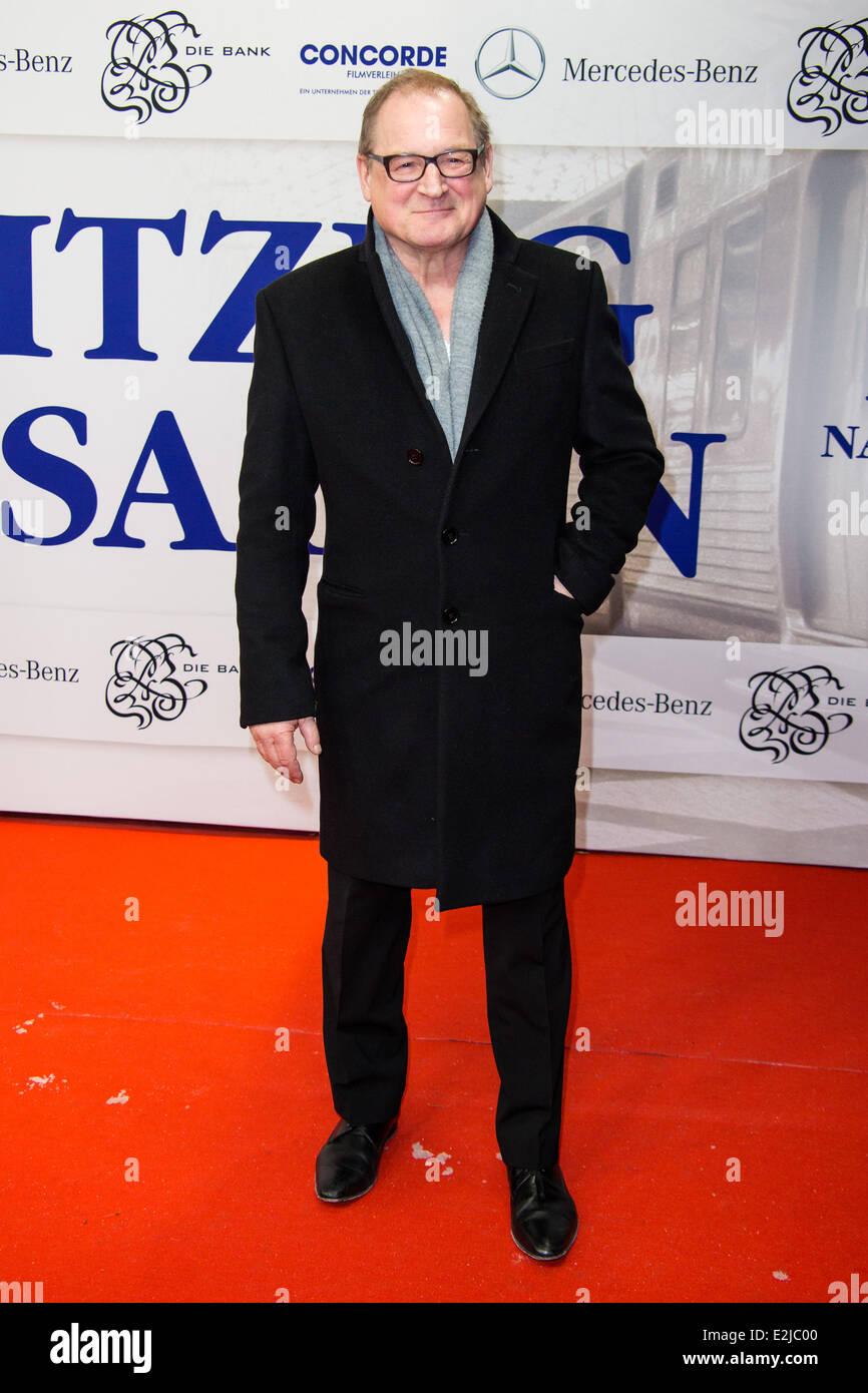Burghart Klaußner bei der Premiere der Nachtzug Nach Lissabon im Cinemaxx-Kino.  Wo: Hamburg, Deutschland bei: Stockbild
