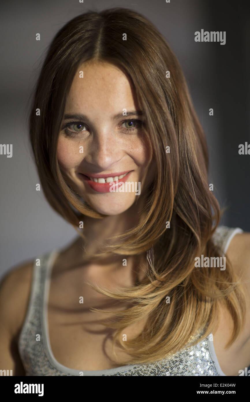 Nicole Mieth Bei Einem Fototermin Fur Den 18 Geburtstag Der