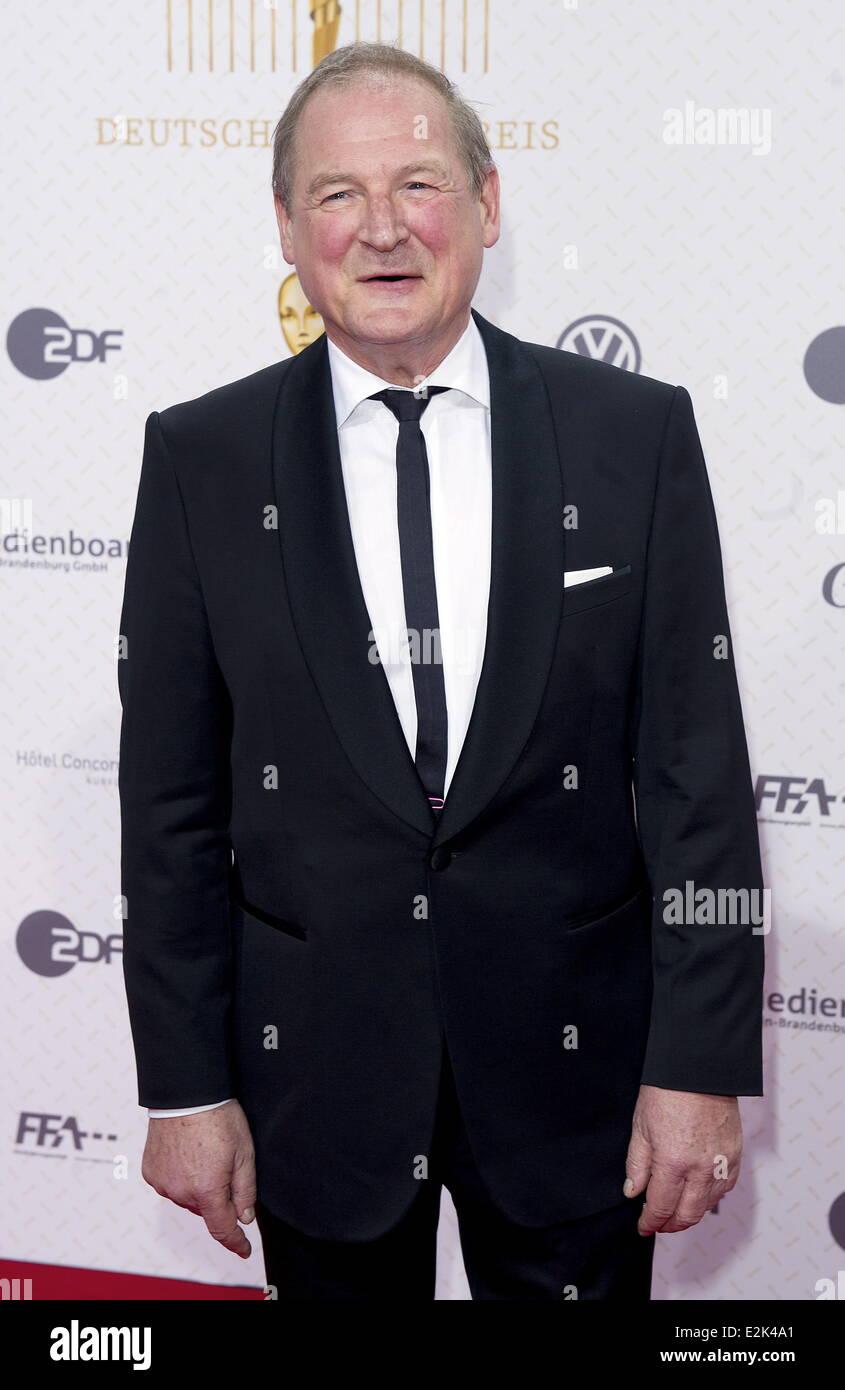 Burghart Klaußner bei Deutscher Filmpreis (Deutsch Movie Awards) im Friedrichstadt-Palast - roten Teppich eingetroffen. Stockbild
