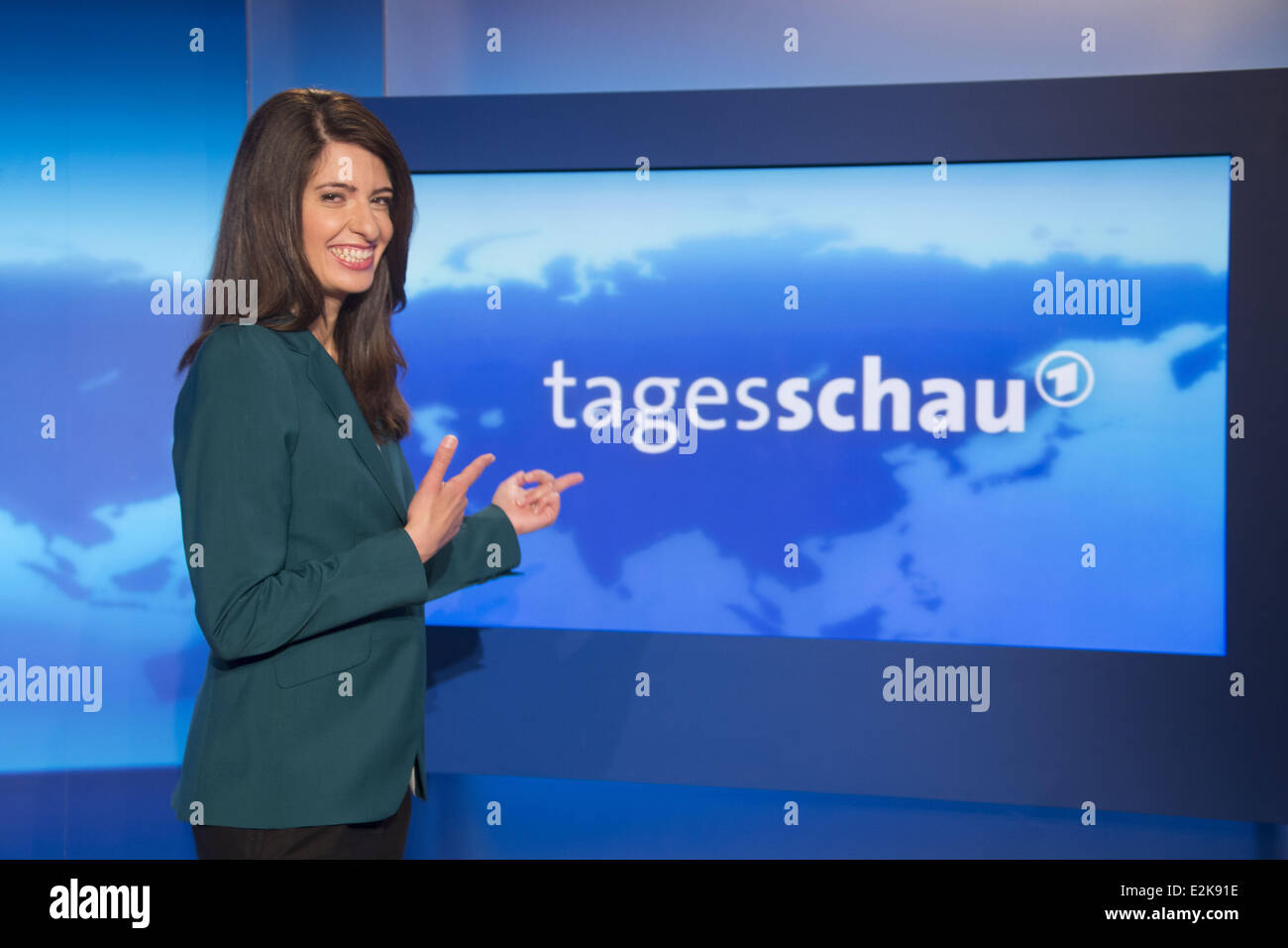 linda zervakis wird als neue hauptmoderatorin f r deutsche ard nachrichten tagesschau im ard. Black Bedroom Furniture Sets. Home Design Ideas