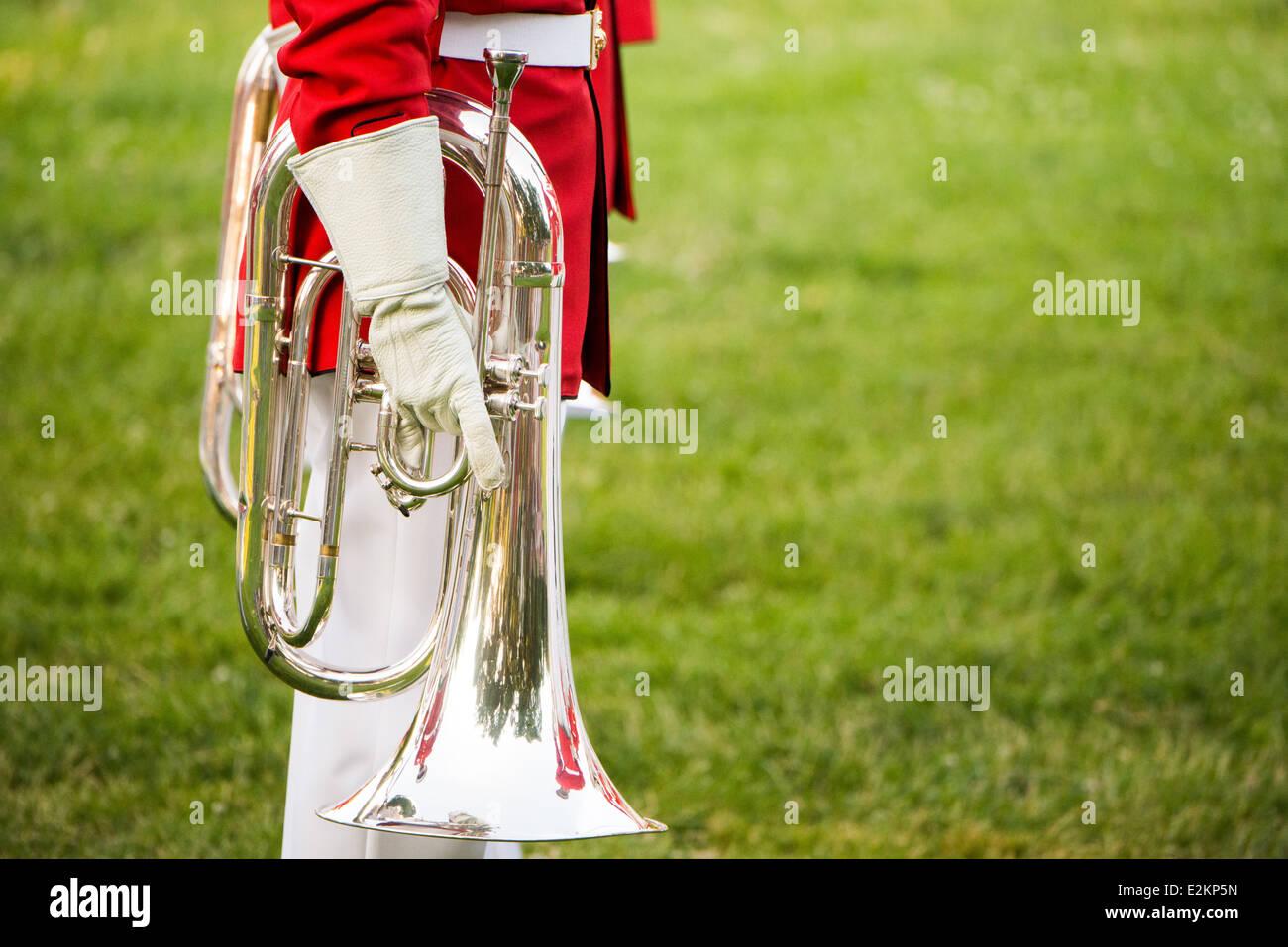 Die United States Marine Drum and Bugle Corps, wie der Kommandant Selbst bekannt, führt auf dem Sonnenuntergang Stockbild