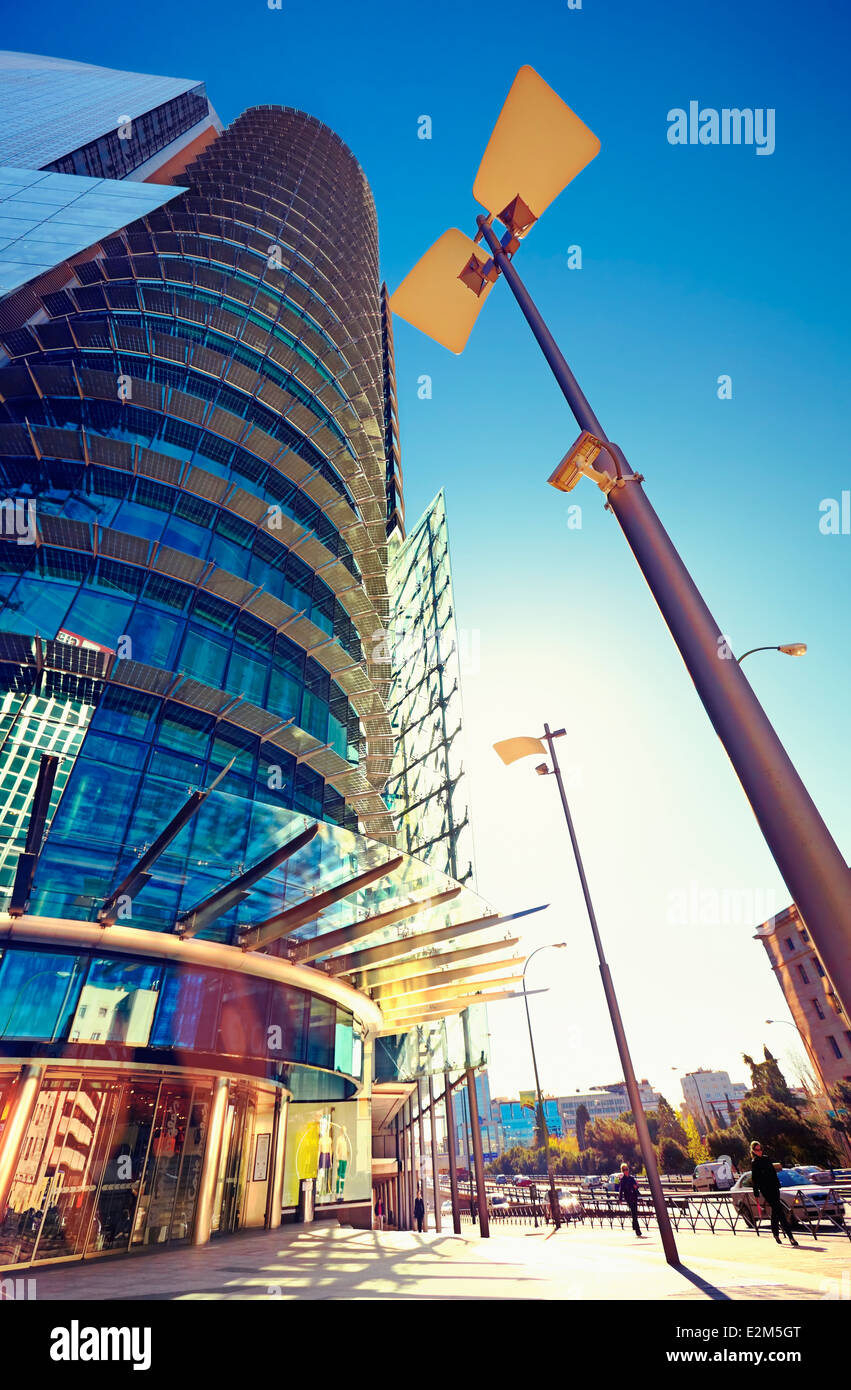 """El Corte Inglés Titania Tower Shopping-Center. AZCA Distrikt. Madrid. Spanien Stockbild"