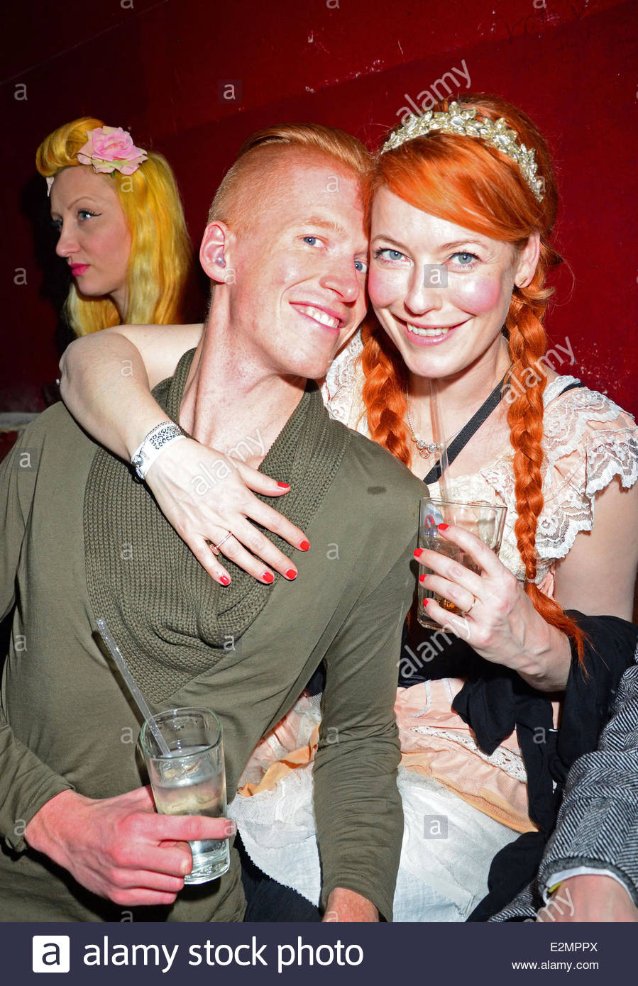 enie van de meiklokjes und freund tobias staerbo bei lena hoschek aftershow party im bassy club. Black Bedroom Furniture Sets. Home Design Ideas