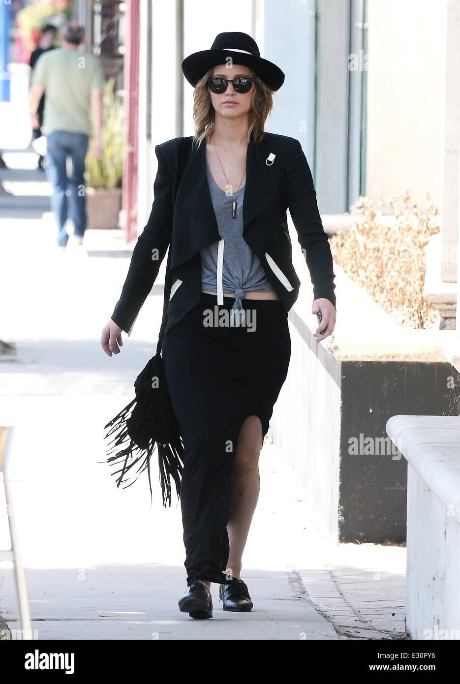 Jennifer Lawrence entdeckt in der Vera Wang-Boutique in West ...