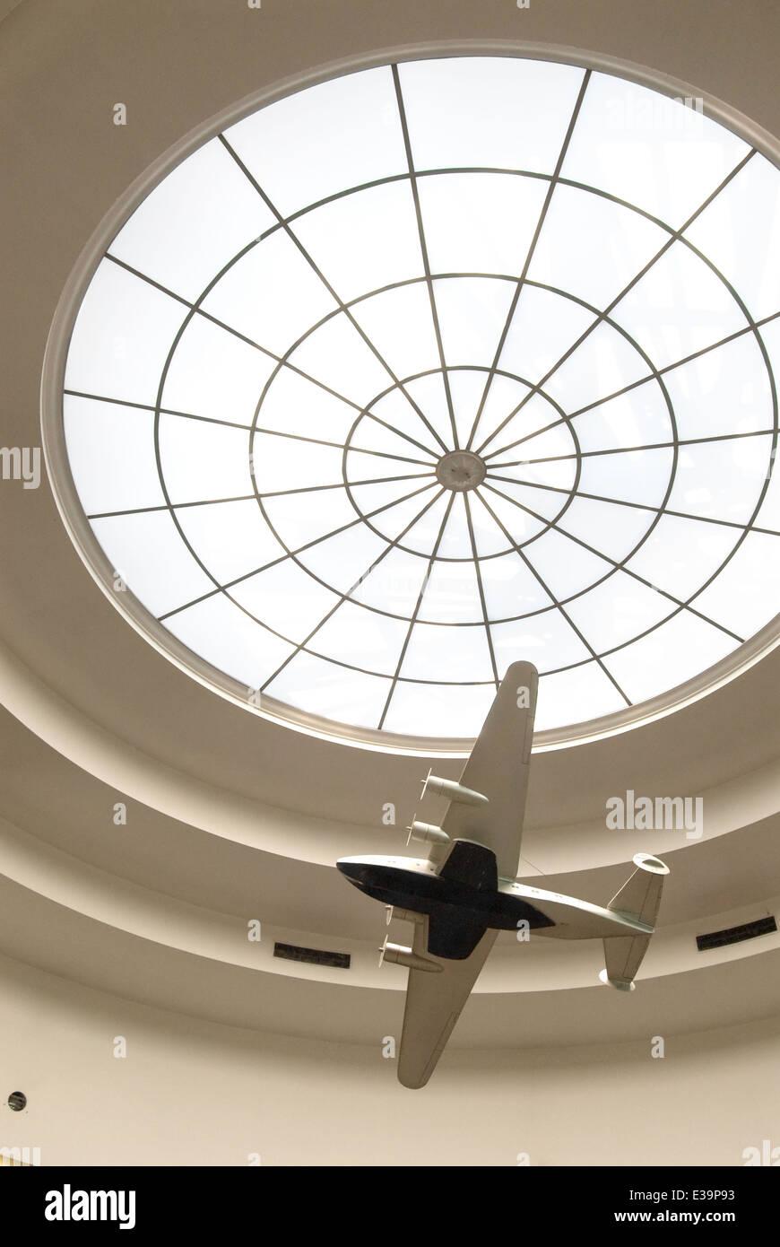 Art-Deco-Dachfenster in der Marine Air Terminal am Flughafen ...