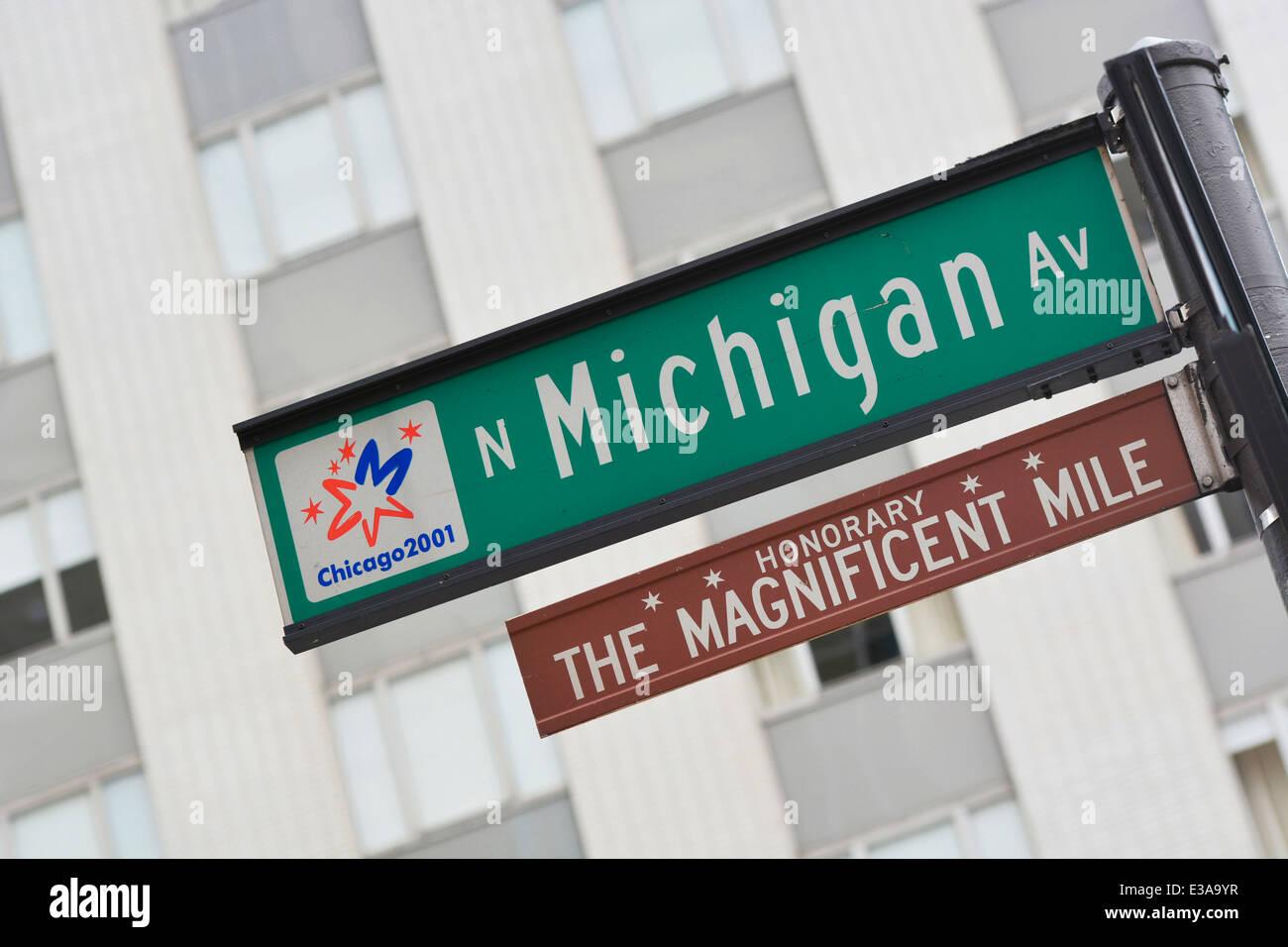 N Michigan Av, das Zeichen der Magnificent Mile, Michigan Avenue in Chicago Stockbild