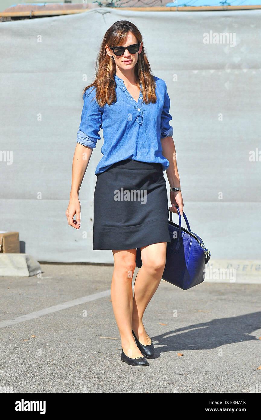 Jennifer Garner Botengange Tragen Eines Blue Denim Bluse Kurzer