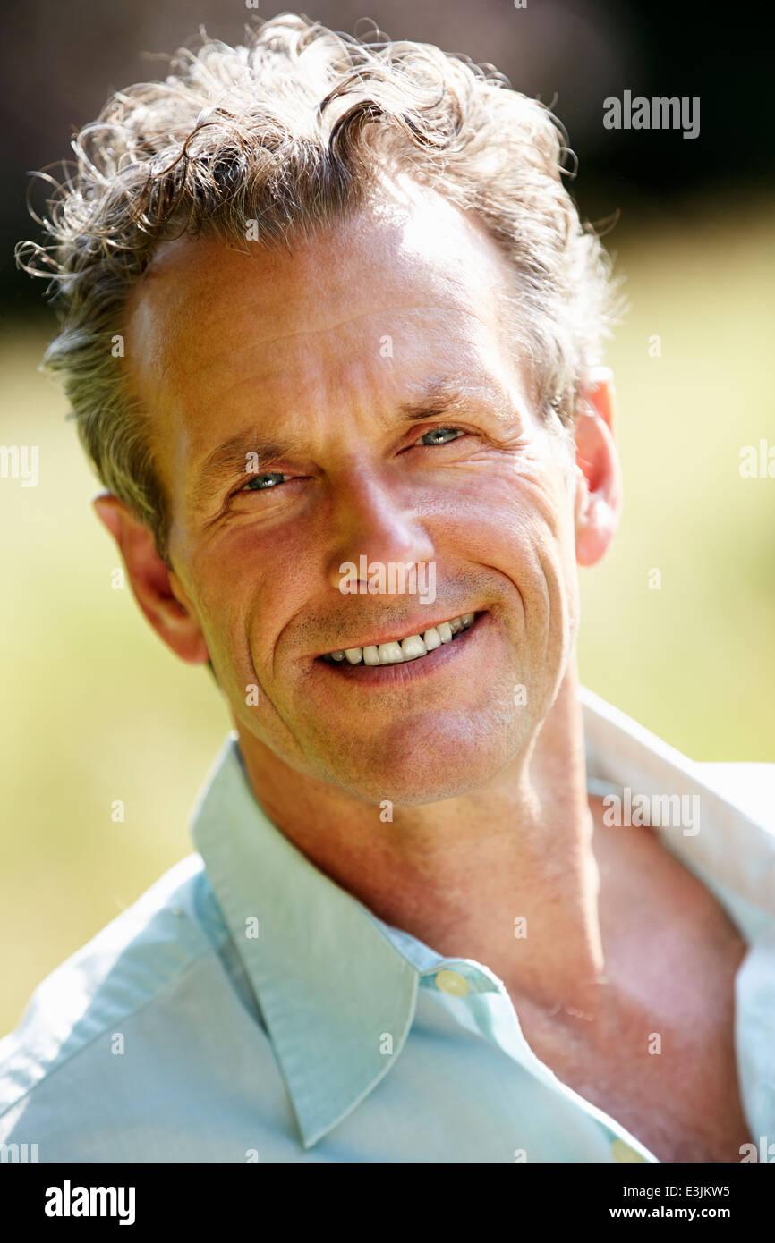 Outdoor Portrait des mittleren Alter Mann Stockbild