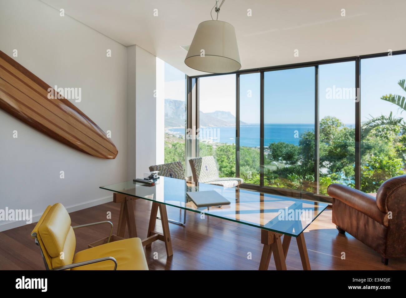 Moderne home-Office mit Blick aufs Meer Stockfoto, Bild: 71135190 ...