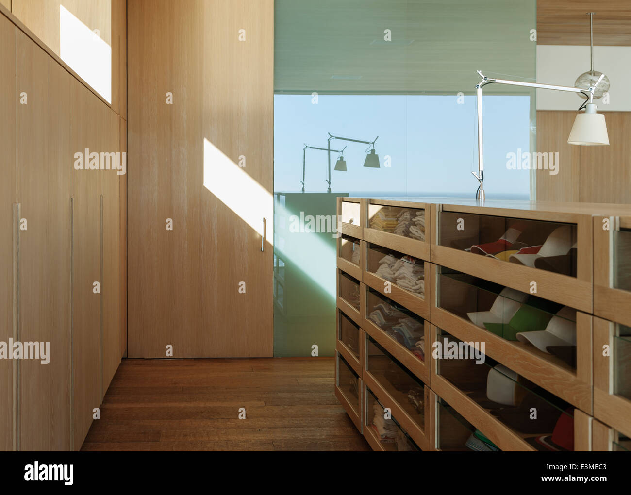 closet stockfotos closet bilder alamy. Black Bedroom Furniture Sets. Home Design Ideas