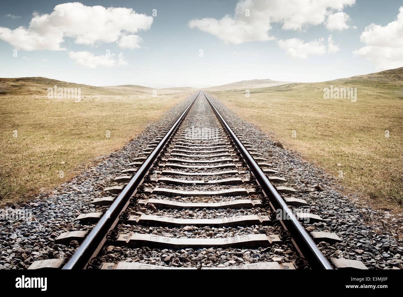 Eisenbahnschienen. Eine lange Reise vor uns. Stockbild