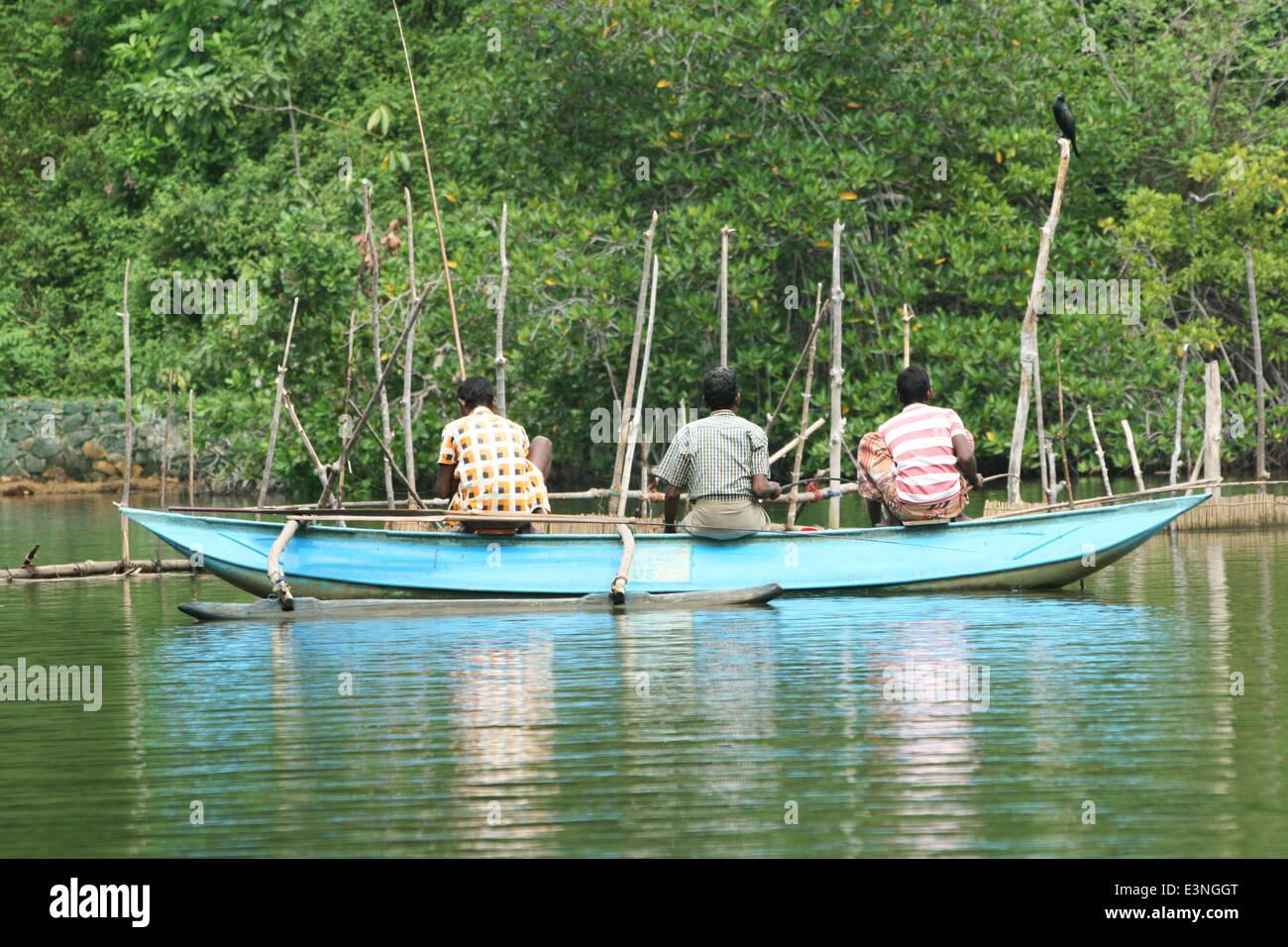 Drei Fischer Auf Dem Wasser Stockbild