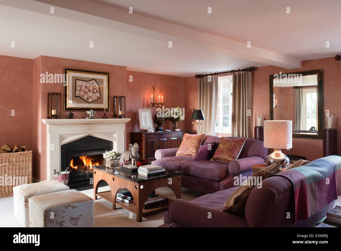 Marmor Couchtisch Spitze Und Kuhhaut Sitzgelegenheiten Würfel, Die Beide  Entwerfen Und Beckford In Wohn Und Esszimmer Mit Kamin