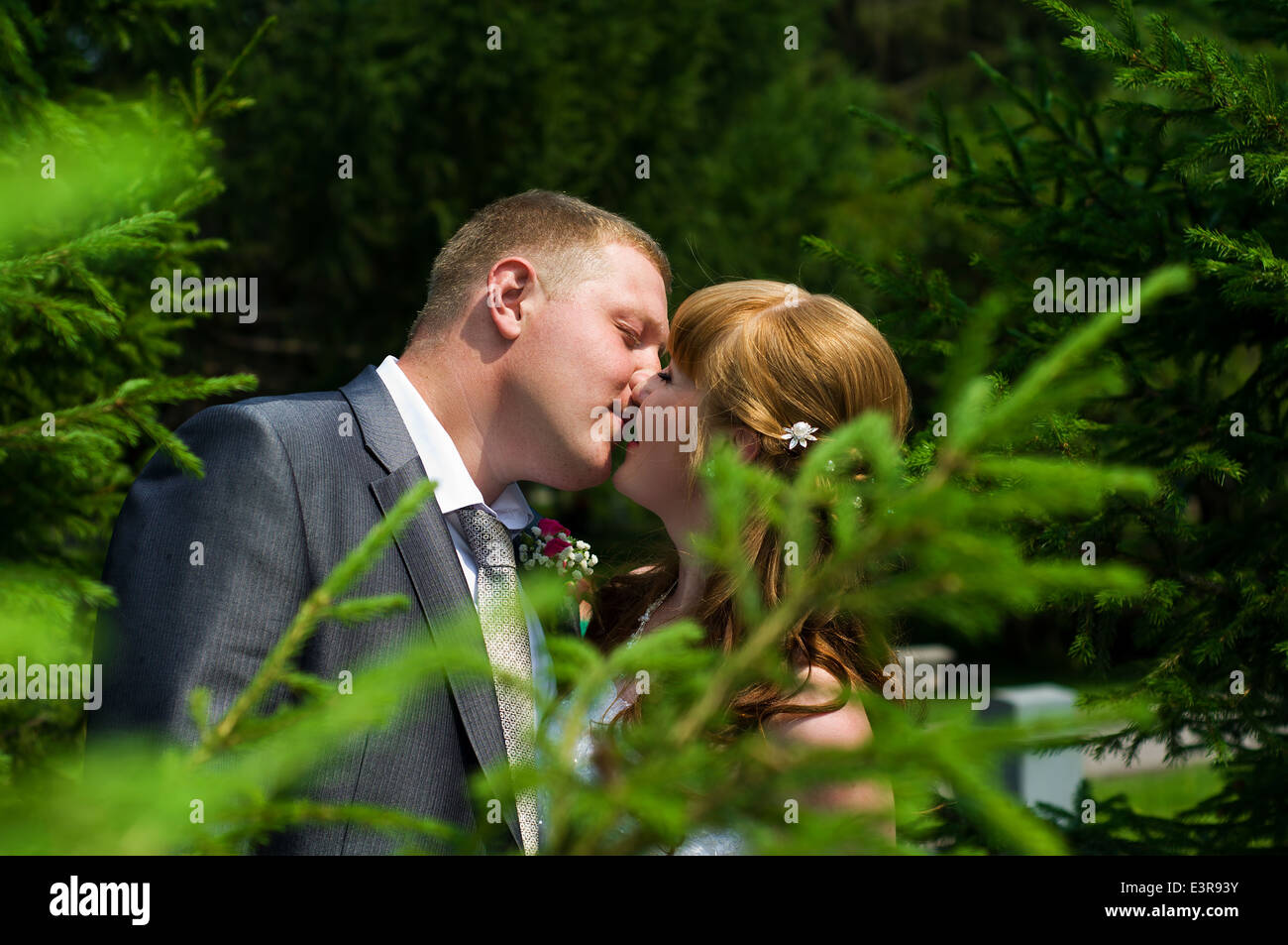 Rote Haare Europaische Hochzeit Paar Ist Kussen Im Park Stockfoto
