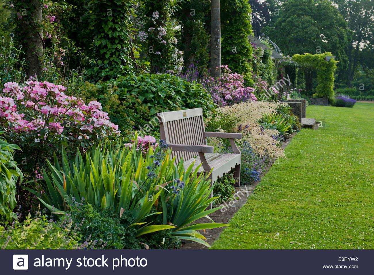 holzbank sommer grenze iris pergola stein rasen juni west dean sussex stauden sonne sonnig bl te. Black Bedroom Furniture Sets. Home Design Ideas