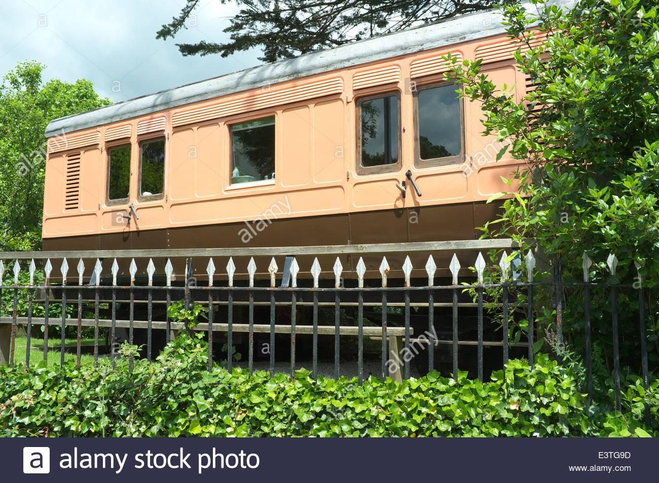 Die alten Gepäckwagen, einem restaurierten Eisenbahnwagen, die jetzt Urlaub accommodation,St.Germans Bahnhof Stockbild