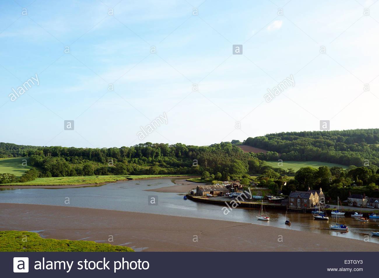 Der Kai von St.Germans, am Zusammenfluß des Gezeiten-Flusses Tiddy und Polbathic See im Blick zu. Cornwall, Stockbild