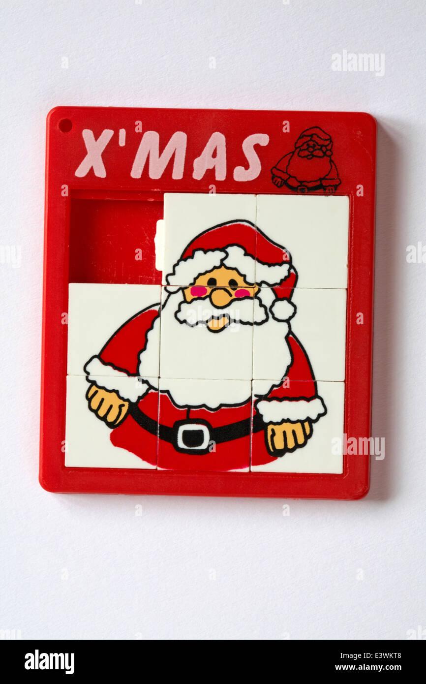 Weihnachten Weihnachtsmann Santa Claus schieben Puzzle auf weißem ...
