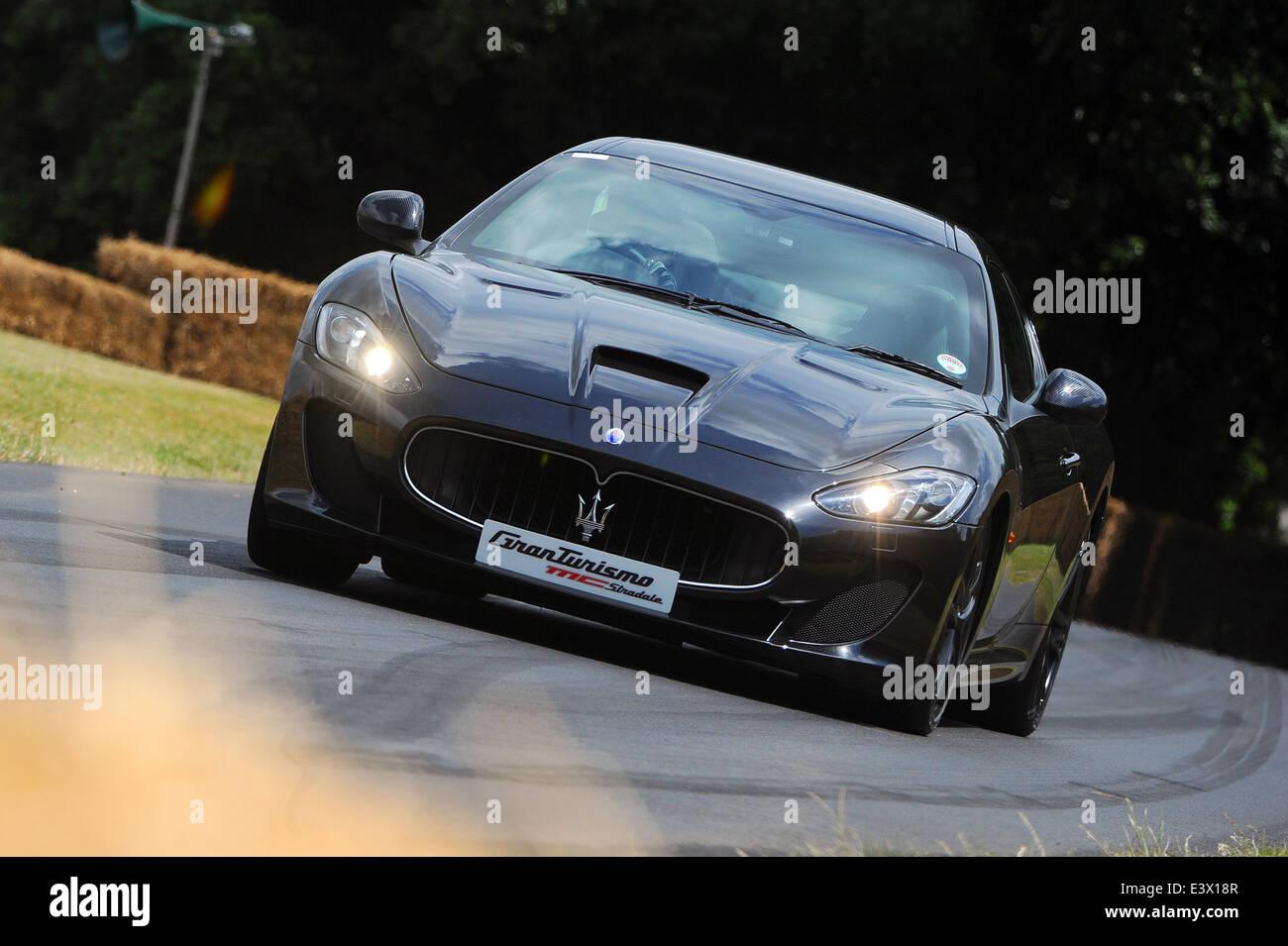 Der Maserati Granturismo MC Stradale wird das Bergrennen auf dem Goodwood Festival of Speed getrieben. Stockbild