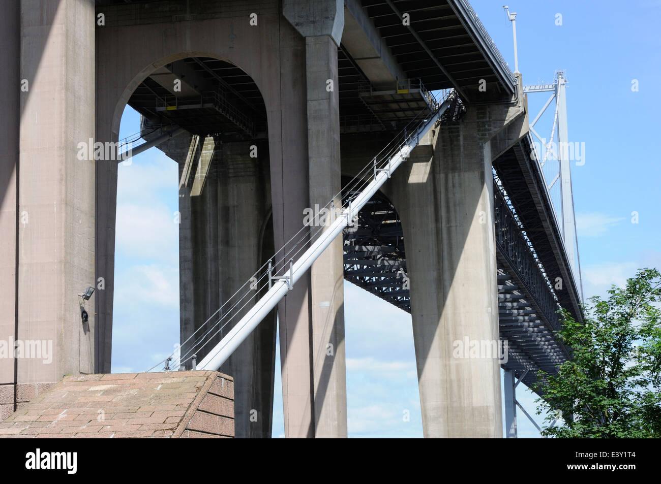 Die Unterseite des bestehenden Forth Road Bridge, South Queensferry Stockfoto