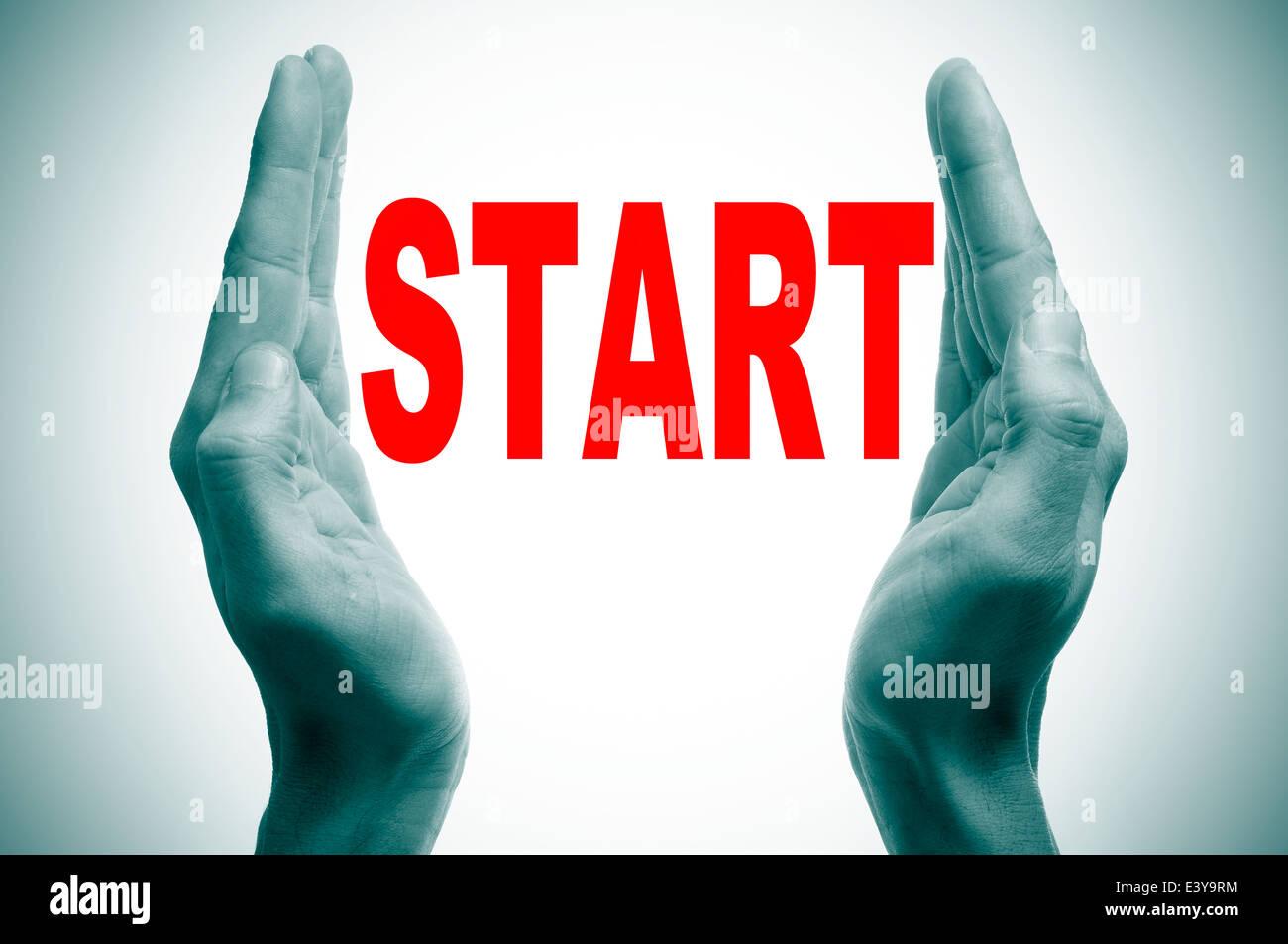 Mannhände Bildung von Klammern und das Wort beginnen in den Raum zwischen ihnen schriftliche Stockfoto