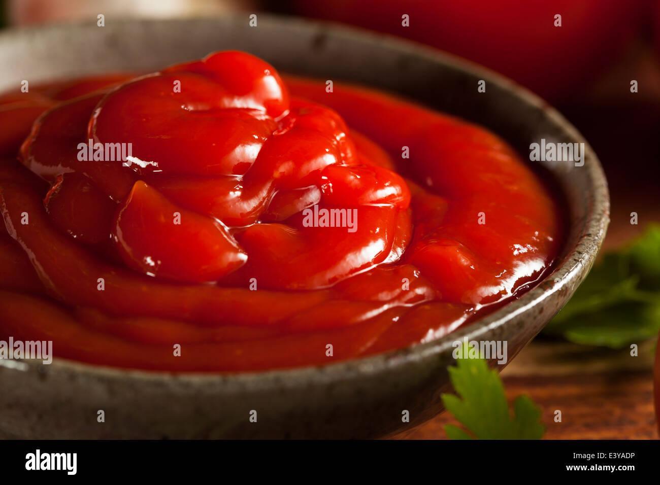 bottle tomato ketchup stockfotos bottle tomato ketchup bilder alamy. Black Bedroom Furniture Sets. Home Design Ideas