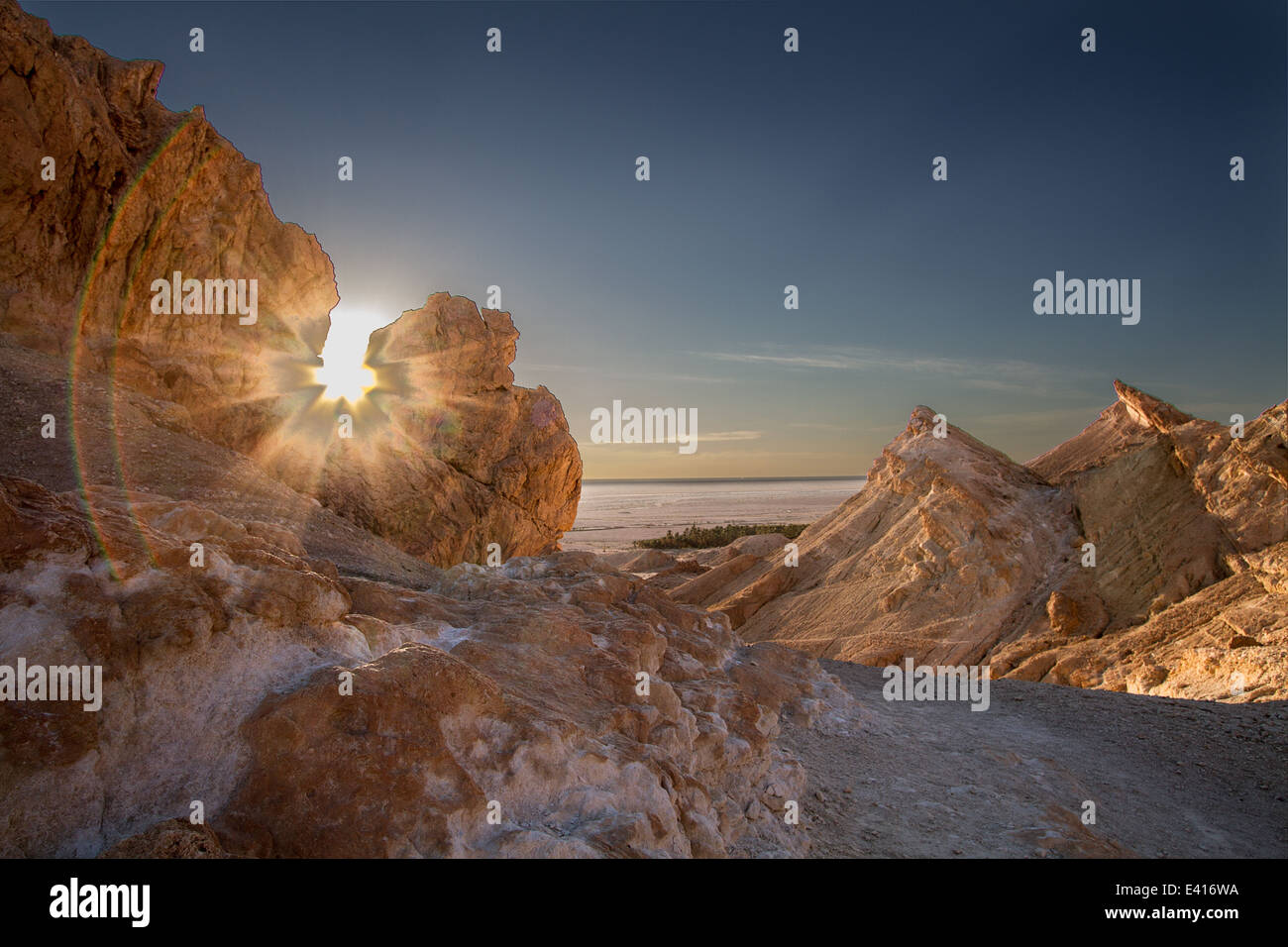 In den Bergen Chebika Hintergrundbeleuchtung Stockbild