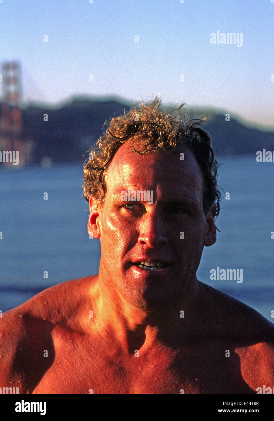 Dave Horning nach Schwimmen in der Bucht von San Francisco im Jahr 1985 Stockbild