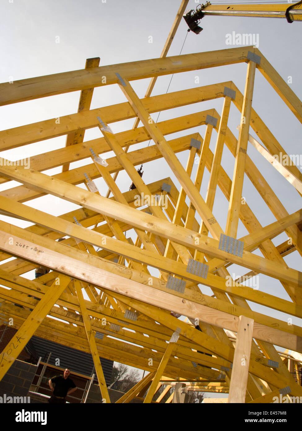 Favorit selbst Haus bauen, Bau, Dach, Dach anheben Traversen in Position IW82