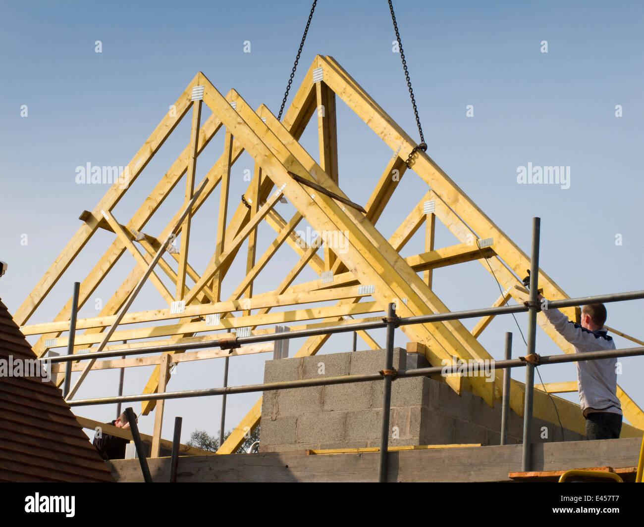 Selbst Haus Bauen Bau Dach Dach Anheben Traversen In Position Mit