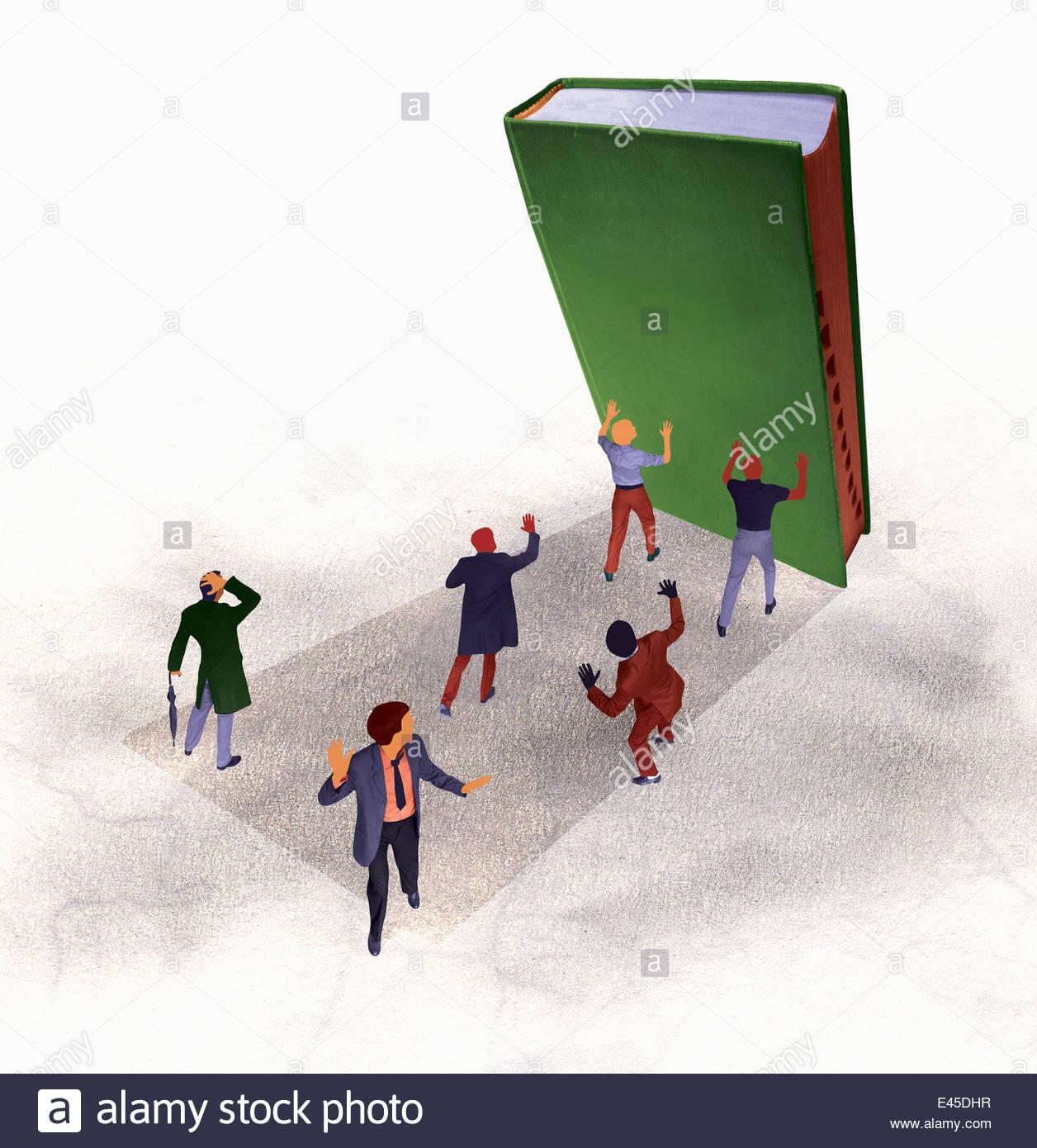 Großes Buch fallen auf den verängstigten Unternehmern Stockfoto