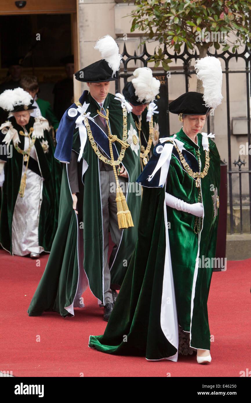 Edinburgh, Schottland. 3. Juli 2014. Die Princess Royal führt Prinz William, Duke of Edinburgh und die Königin Stockbild