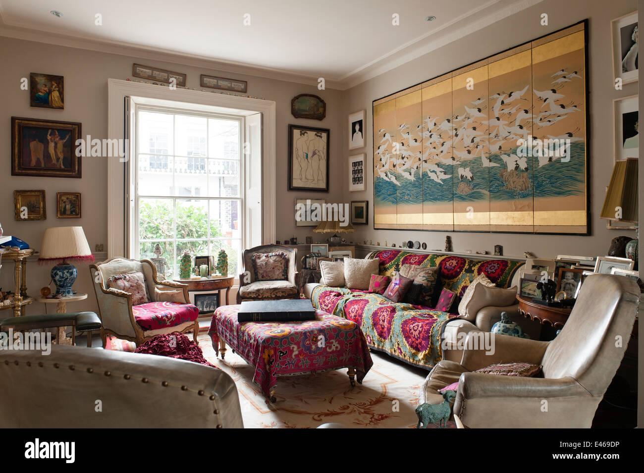 London Nach Hause Shabby Chic Wohnzimmer Mit Samt Sessel Und Kissen